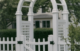 Louisville Staggered Fence & Scalloped Arbor Gate